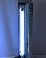 Бактерицидна UVC лампа 15 W с предпазен екран на стойка с колела